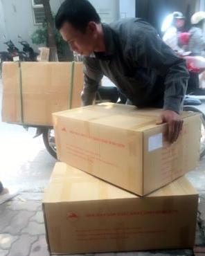 Hình ảnh thùng hàng băng dính Minh Sơn