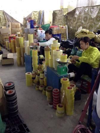 Cân và đóng gói băng dính Xưởng sản xuất Minh Sơn