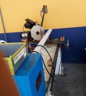 Máy cắt băng dính một trục bán tự động